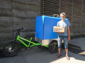 In Lustenau werden Gemüsekisten des vetterhof per eCargobike geliefert