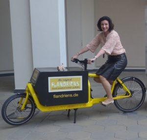 Mai 2016, Dorothee Bär bei Übergabe DLR-Studie an BMVI, Foto cargobike.jetzt