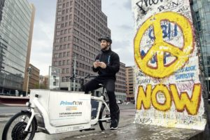 Pressefoto von Amazon Prime Now mit Cargobike in Berlin