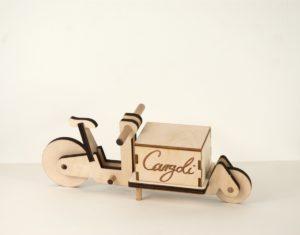 Cargoli LongJohn mit geschossener Box und Branding  www.cargoli.de
