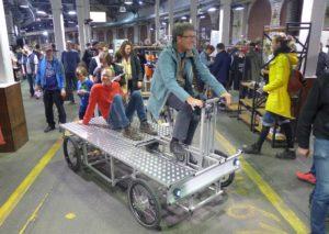 Auf neuem XYZ-Schwertransporter bei Berliner Fahrradschau 2017
