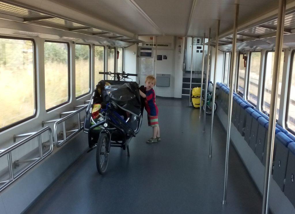 Mit dem Cargobike in der Bahn abseits der Stoßzeit