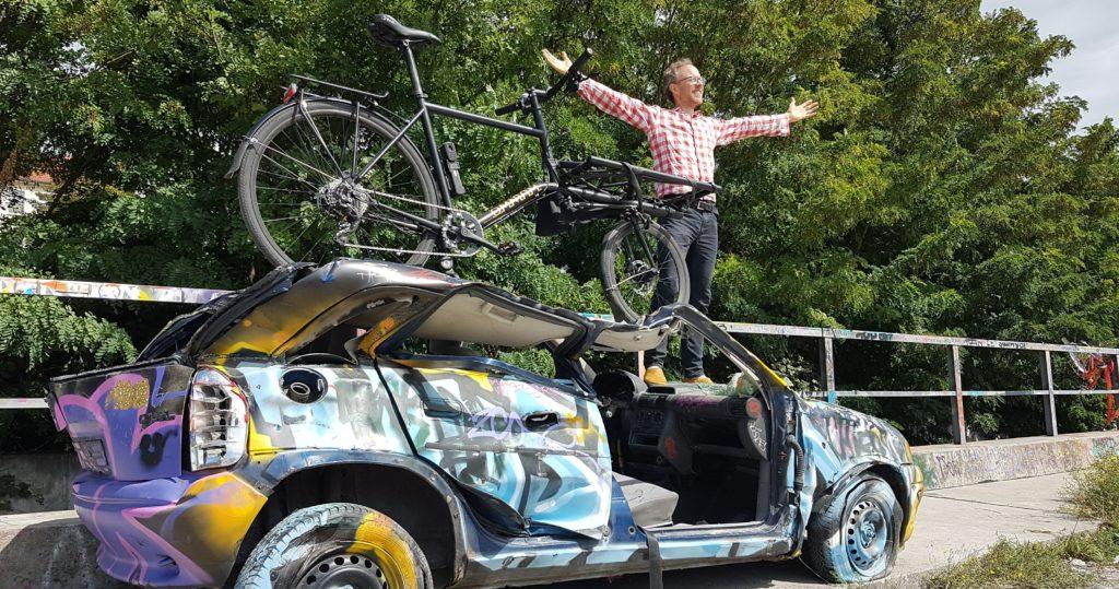 Lastenrad auf Autowrack